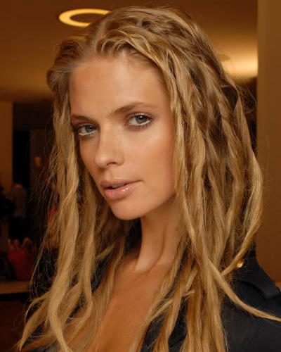 Специалисты заявляют, что нередко расставание женщины с длинными волосами означает, что она потеряла интерес к сексу.