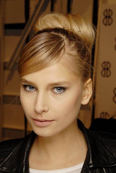 прически для длинных волос в домашних условиях быстро - каталог стрижек и причесок 2013 года.
