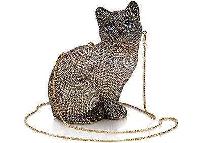 Всегда можно купить женскую сумку по интернету.  Уже давно представлено...