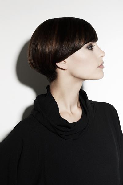 2010-10-20. Короткая стрижка-шапочка выглядит даже в почти мужском облике на голове прелестной леди весьма миловидно...