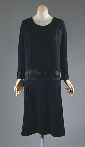 Как дизайнер, Шанель уловила тенденцию женщин двадцатого века к большей...