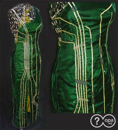 Талантливая Em Stone сделала это платье вручную из реальных компьютерных...
